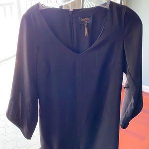 Laundry black v-neck dress size 2. Bell sleeve.